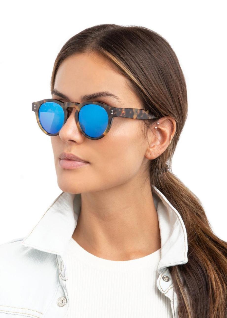 Female-Fit-Model-Leonard-Tortoise-w-Blue-Mirror-web_aa44205a-b633-42f5-a626-25bf47a83e46_1024x