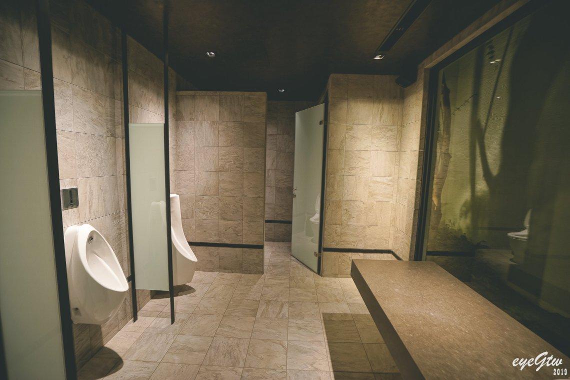 碳佐麻里時代店廁所