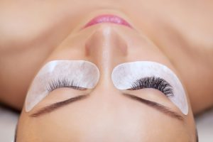 Difference between natural lashes and volume lashes