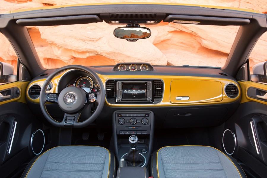 2016-Volkswagen-Beetle-Dune-3-900x600