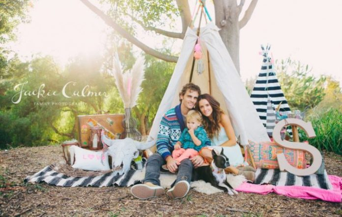 Orange_County_Family_Photographer_Neon_and_Neutral_Styled_Session_teepee_free_people_inspired_hippie_boho_black_and_White_feathers_poms_tassels_1(pp_w1018_h647)