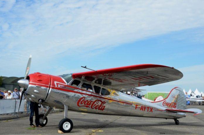 aircraft-661517_1920