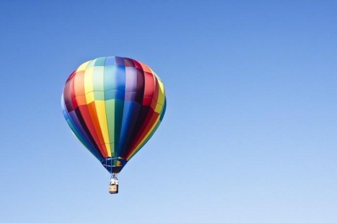 hot-air-balloon-1100841_1280