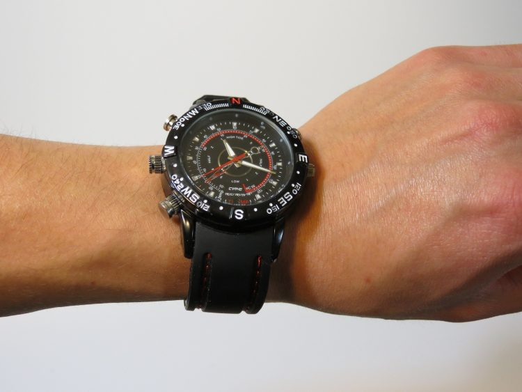 man-watch-1241522_1920