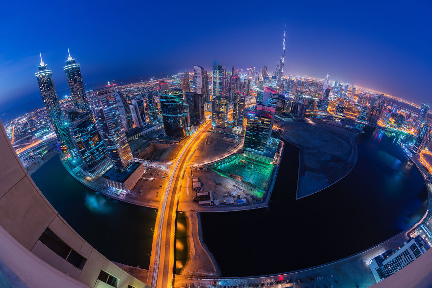 night-time-dubai-looks-like-it-came-straight-from-a-sci-fi-movie-9__880