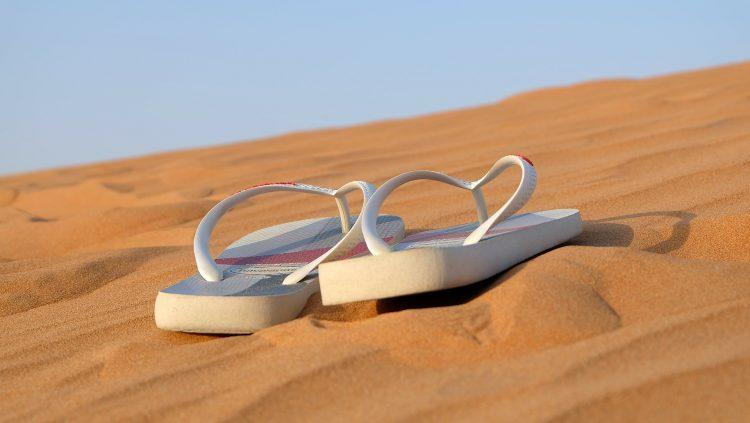 sandals-342672_1920
