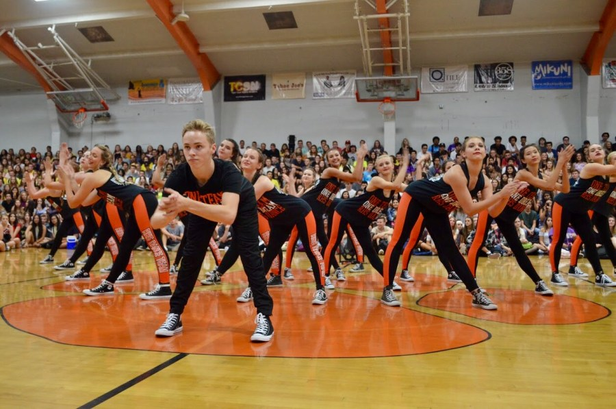 Students participate in first-day festivities in rallies, Senior Sunrise