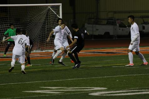 Boys Soccer beats Oakmont, finishes first half of league play