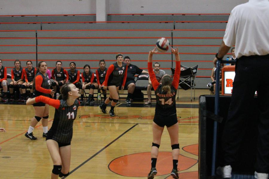 Volleyball falls to Pleasant Valley