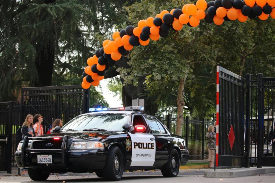 Roseville Police Department leads the 2018 Homecoming parade on Campo Street.