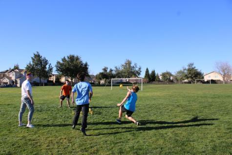 Students host Spike Ball tournament, build community