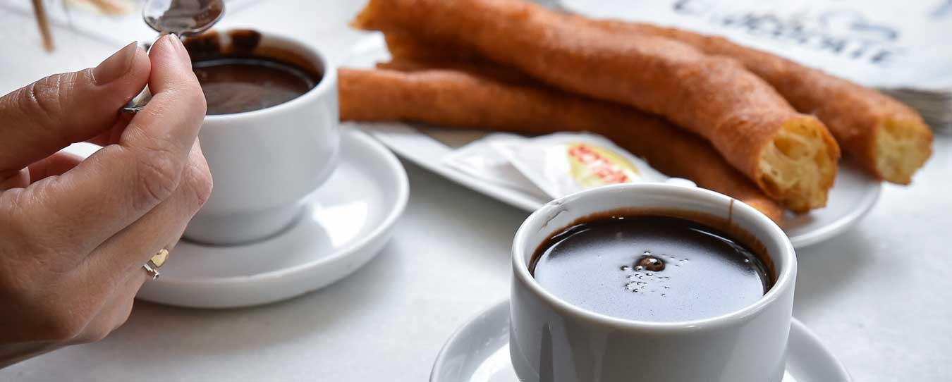 Chocolate-con-churros-by-Ben-Holbrook-from-Driftwood-Journals | eyeonfoodtours.com