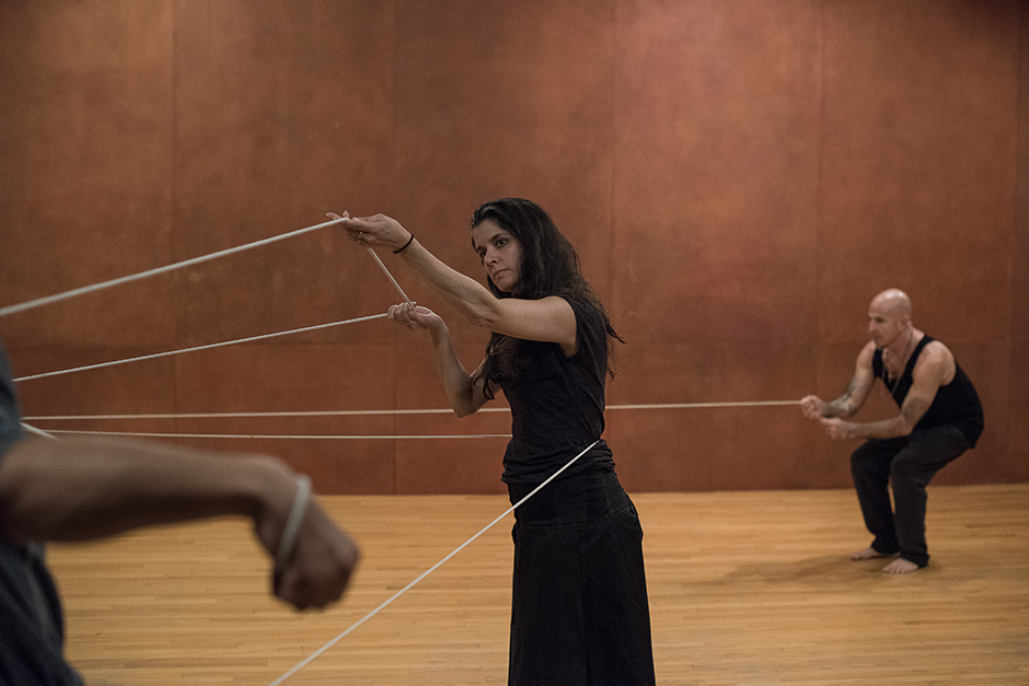 Janine Antoni, Anna Halprin, Stephen Petronio, Rope Dance, 2015. Photograph and © Hugo Glendinning. Courtesy of the artists and The Fabric Workshop and Museum, Philadelphia.