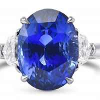 A Spectacular 9.71 Cts Sapphire Gemstone Side Diamonds Extraordinary Ring Set in Platinum