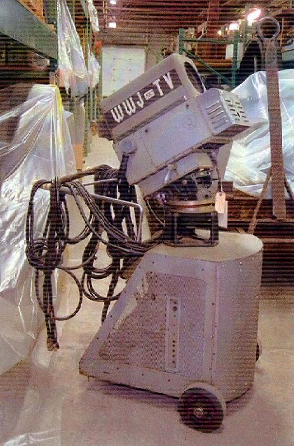 DuMont-WWJ-TV-camera