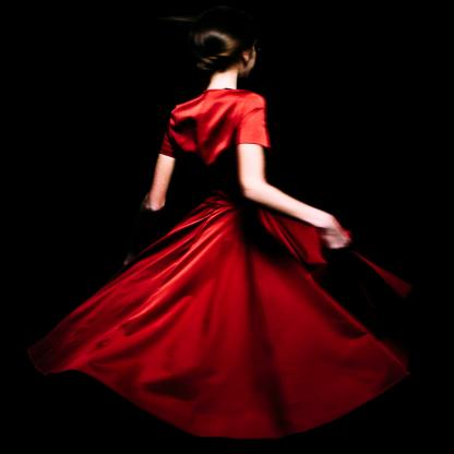 Marco Onofri La fille rouge Incorniciata su passe-partout Formato 30x30 Prova d'artista