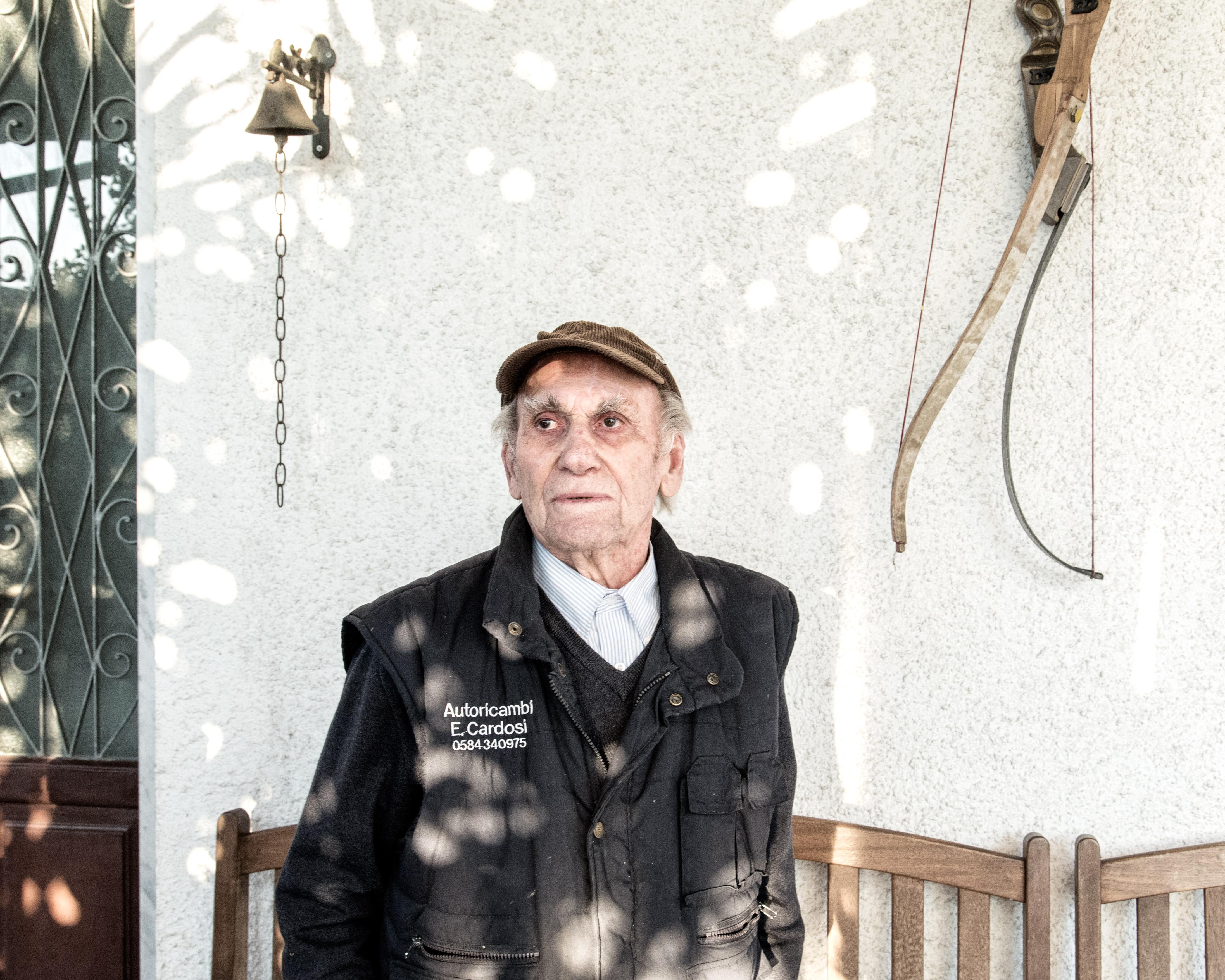 Aldo Cagnoni, durante le manifestazioni per la chiusura della Farmoplant è stato preso a manganellate dalla Polizia. E' stato anche vittima di espropri durante gli anni in cui l'area della Z.I.A. cresceva.