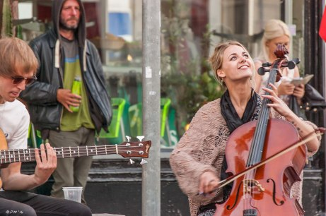 Buskers in Brighton North Laine with guitar and cello 2014 eyeteeth.net