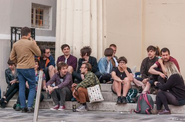 Hip young people on a Friday night in Brighton gathering on steps of the Unitarian Church 2014 eyeteeth.net