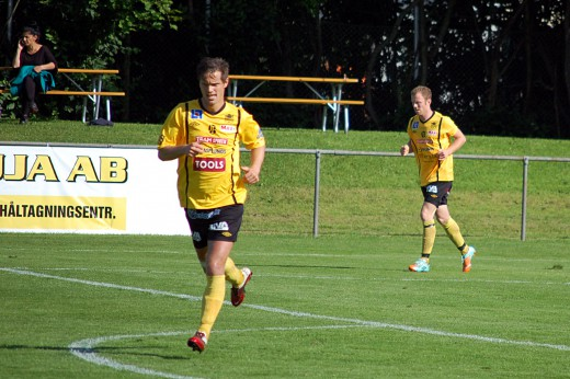 Olika vägval: Från medspelare till motståndare. Stellan Carlsson går till Örgryte och Kristoffer Näfver till Motala AIF - båda klubbarna spelar i Div 1 Södra.
