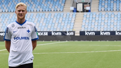 Kalle Holmberg i sin nya klubbdress (Foto: IFK Norrköping)
