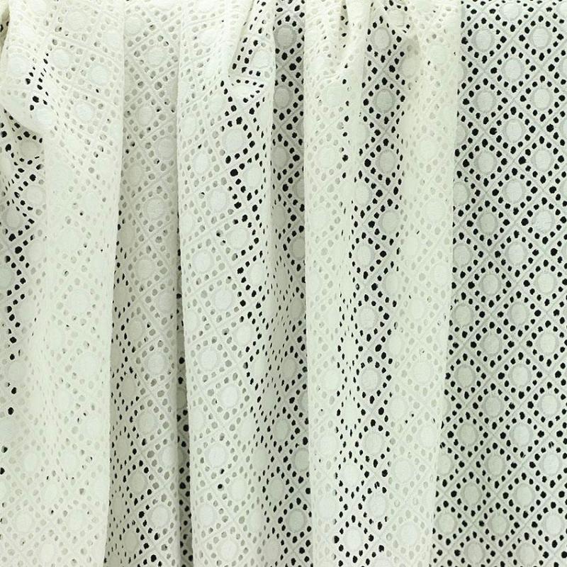 Tissu broderie anglaise Daniela Blanc cassé 100% coton © Eyrelles Tissus