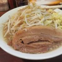 【ラーメン 頑者】 メガガンジャ 720円でこの肉厚チャーシューに特盛りのヤサイマシ無料に大満足!