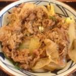 【丸亀製麺】牛山盛りうどん、ボリュームたっぷりで食べなきゃ損する美味しさ!