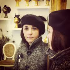 Una comerciante para ponerse el sombrero