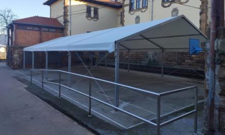 Barakaldo instala 13 carpas en patios de centros públicos de Primaria