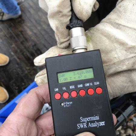 Eerste inspectie. We hadden 3.650 als center frequentie gecalculeerd en wees 3.610 aan als 50 ohm / 1:1 frequentie. Klein stukje eraf aan beide zijden.