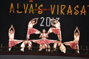 Virasat dance pose5