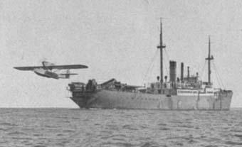 Гидросамолет взлетает с Schwabenland. Немецкая антарктическая экспедиция