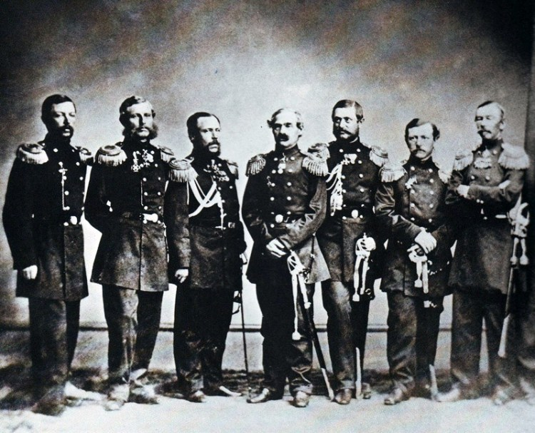 Адмирал Лисовский и капитаны русских кораблей