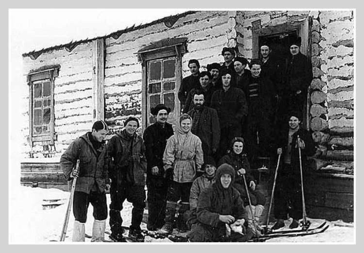 Группа Дятлова в поселке Вижай