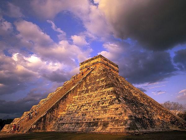 600px-Mayan_Pyramid_1