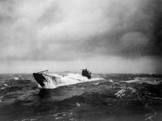 сваливание немецкой подводной лодки