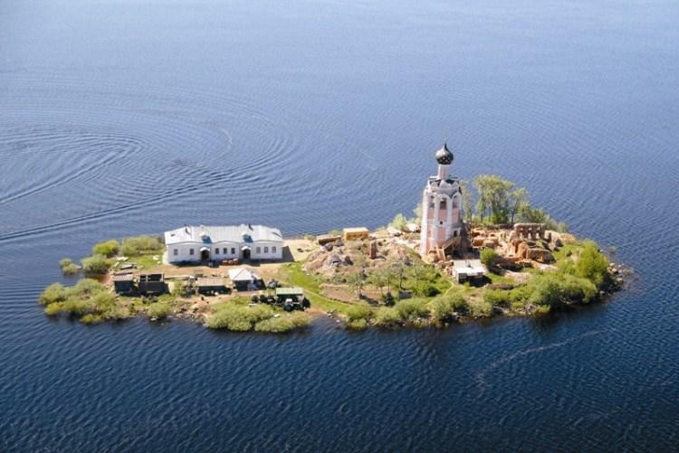 Спас каменный - остров отшельников.