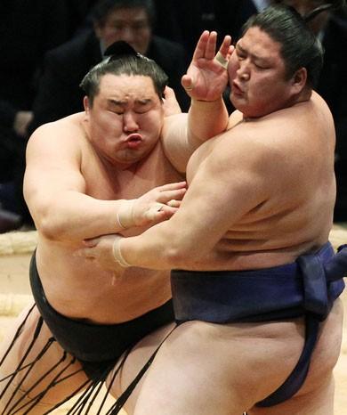 Силач - богатырь из Бурятии, первый борец сумо из России