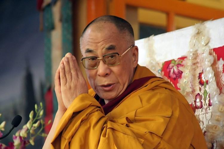 Бусины дзи и Далай лама