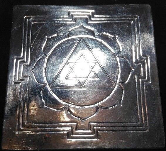 нтра Ганеши изготовлена вручную, материал медь, размер 70х70мм. данная янтра служит надёжным проверенным временем инструментом для устранения препятствий, защитой от негивного влияния планет.