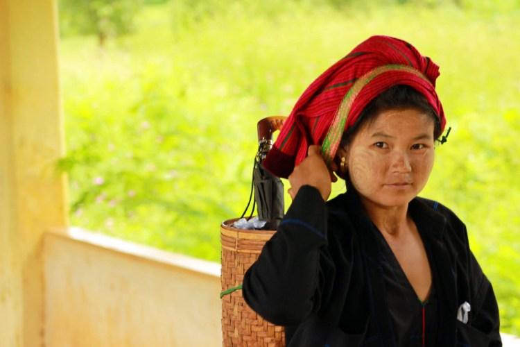 Этническая общность шанов состоит из 7 племён, общей численностью более 3 миллионов человек. Большинство шанов исповедует буддизм. В домашнем хозяйстве крестьяне выращивают рис и тропические фрукты, разводят кур и свиней.