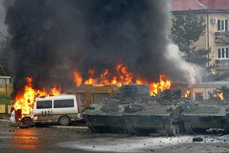 История о небольшом отряде русских солдат, брошенном на спецоперацию в Косово в разгар военного конфликта 1999 года.