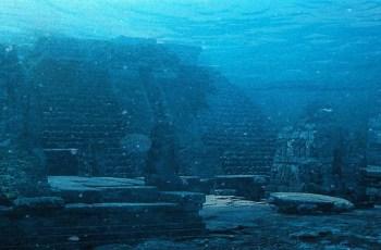 Загадочные подводные пирамиды Йонагуни в Японии