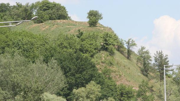 Лысая гора Киев. Богослужебные книги и петушиные скелеты