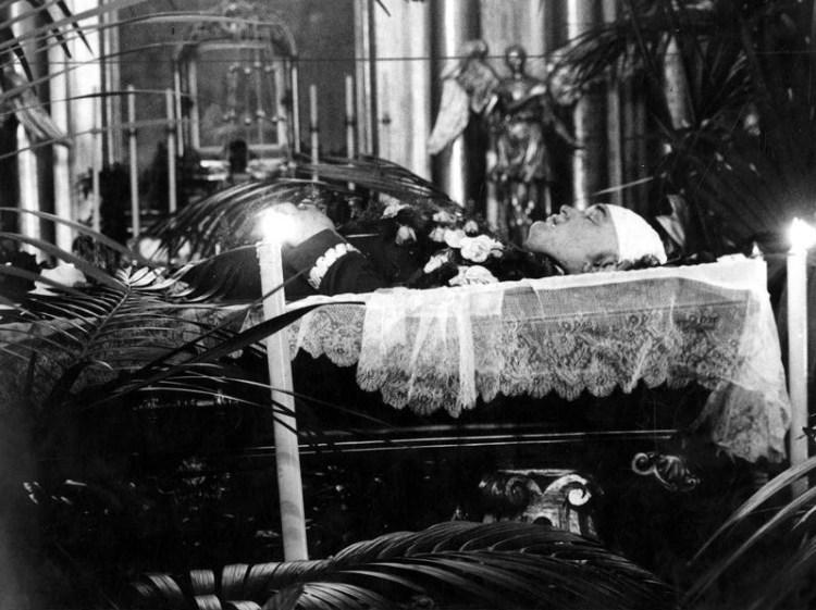 Тело Бронислава Перацкого на катафалке во время торжественного погребения, 18 июня 1934