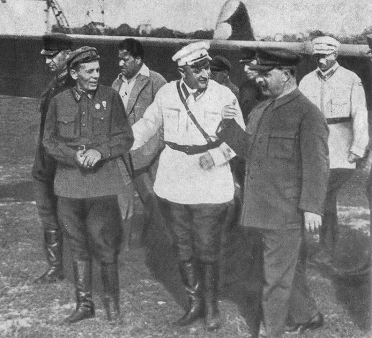 Тухачевский справа