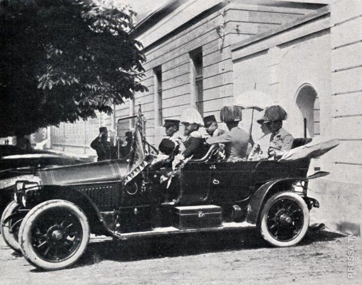 садятся в машину Убийство Франца Фердинанда раскрыта тайна начала войны