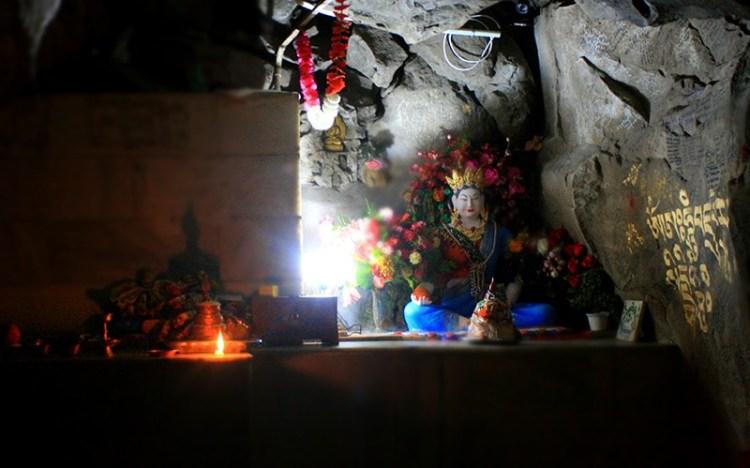 Статуя жены Гуру Падмасабхавы - Мандарава в женском монастыре