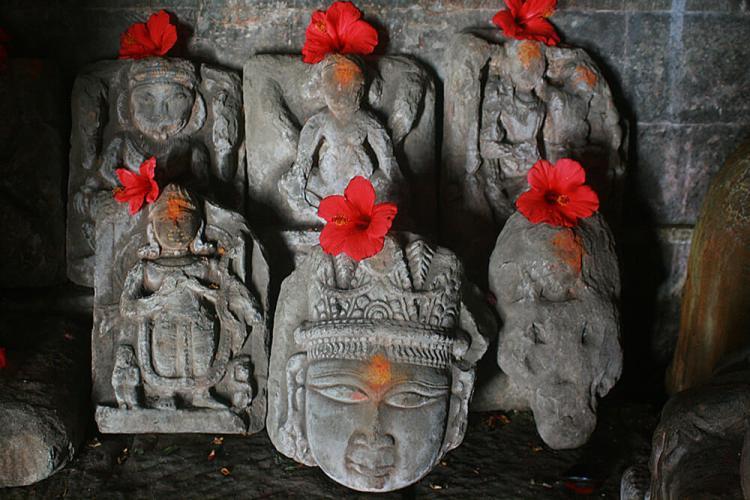 Похожие на ацтекские головы